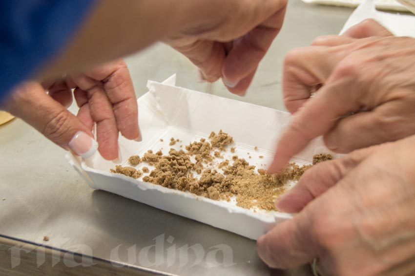 Toning powdered cellulose (paper conservation)