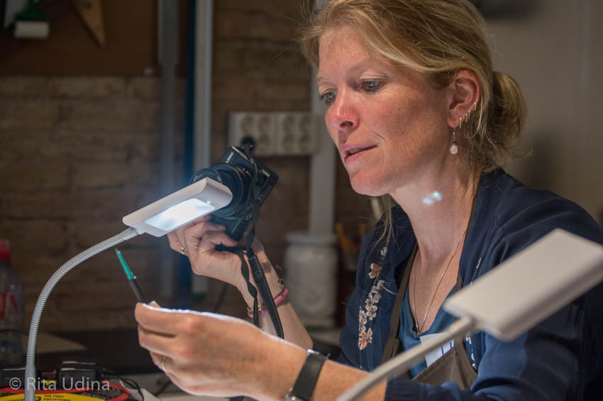 Tina Grette Poulsson during the course Inpainting and Loss Compensation on Paper Conservation