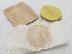 Textured paper reproduction with cellulose powder and silicone moulds on paper conservation