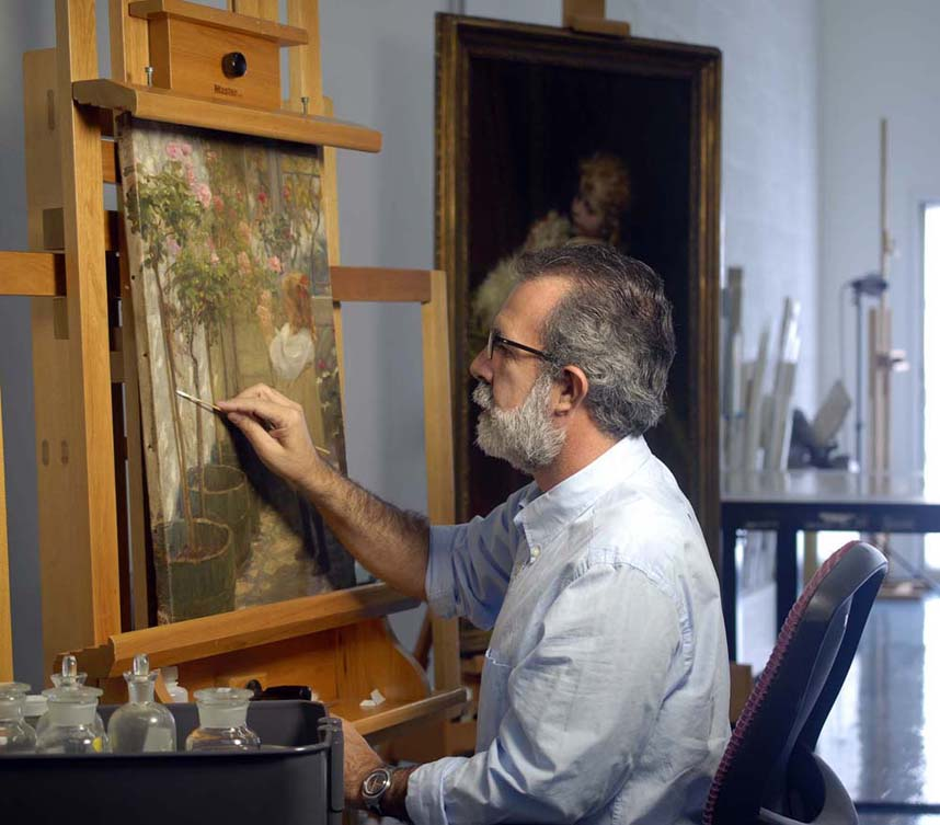 Jerónimo Pérez Roca, painting conservartor at SFLAC workshop